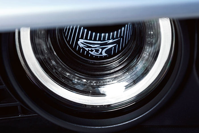 Front headlamps light 2019 Dodge Challenger
